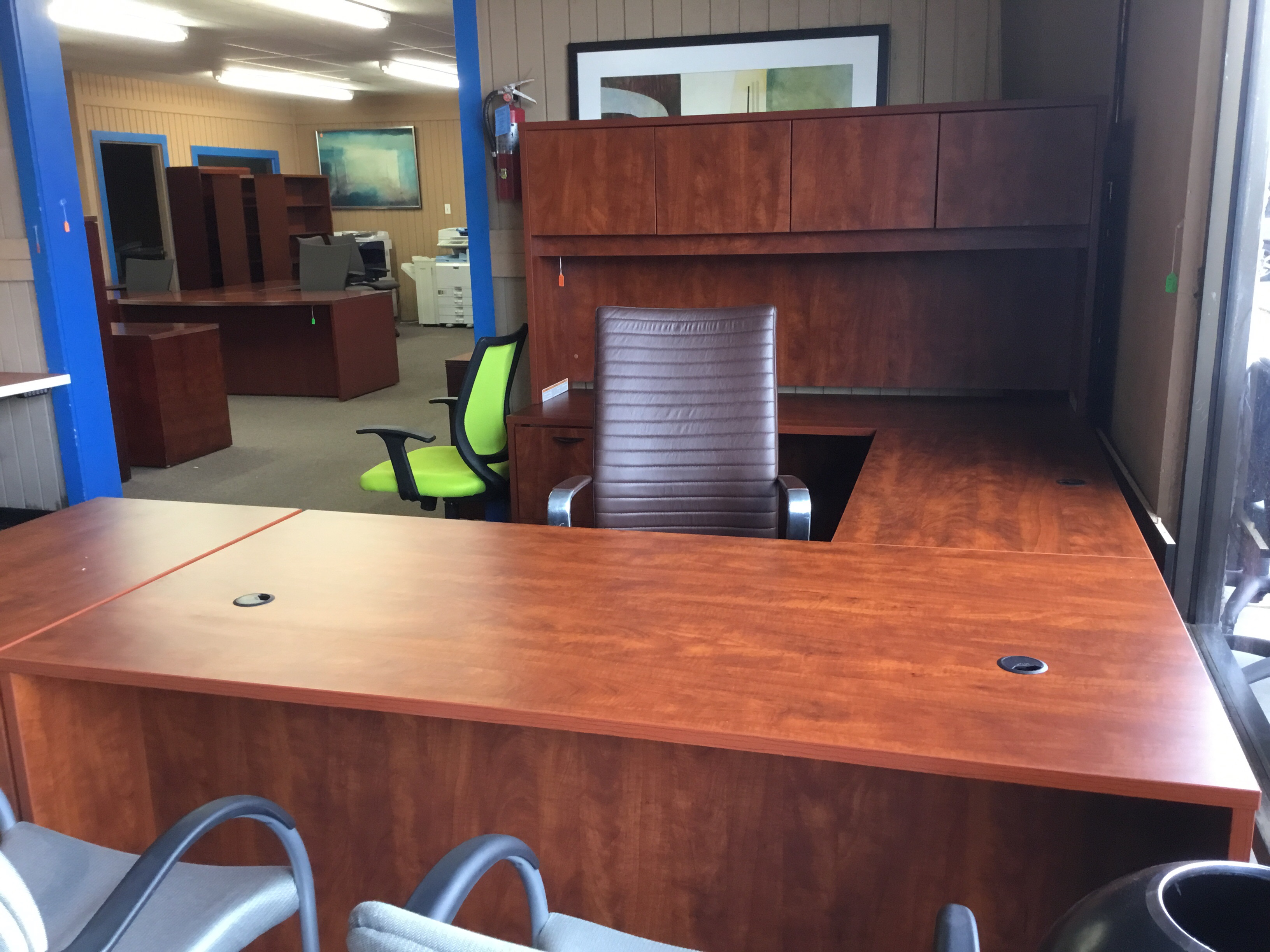 office source american single pedestal work station with american walnut finish