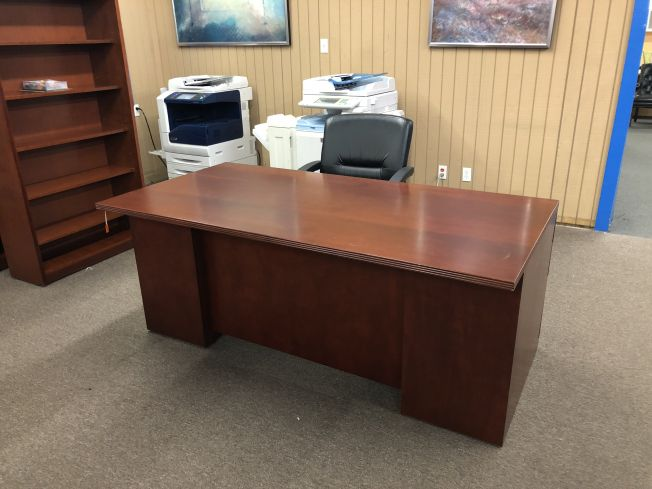 Desk Single Pedestal